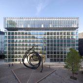 1-carre-michelet_vue-depuis-le-cour-michelet_croandco-architecture_photo-gaston-bergeret-vwgwy8ozf